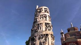 Elévese con las esculturas y las estatuas dentro del cementerio monumental metrajes