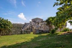 El卡斯蒂略城堡- Tulum,墨西哥玛雅废墟  免版税图库摄影