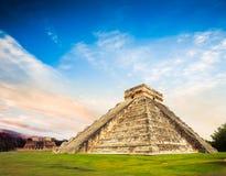 El卡斯蒂略金字塔在奇琴伊察,尤加坦,墨西哥 免版税库存照片