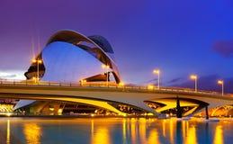 El帕劳de les Arts在前夕的女王索非亚和桥梁 免版税库存照片
