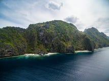 El的Nido,巴拉望岛,菲律宾秘密海滩Matinloc海岛 游览C路线和观光的地方 免版税图库摄影