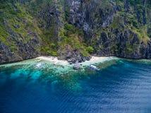 El的Nido,巴拉望岛,菲律宾秘密海滩Matinloc海岛 游览C路线和观光的地方 库存照片
