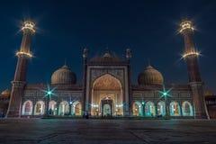 El  del n-NumÄ del  de Masjid-i JahÄ también conocido como Jama Masjid en Delhi en la hora azul durante el mes del Ramadán foto de archivo