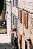 El ¡de Ð olored los obturadores en la ciudad vieja de Dubrovnik Imágenes de archivo libres de regalías