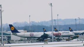 El ¼ de Lufthansa A340-600 FC Baviera MÃ nchen almacen de video