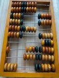 El ábaco viejo, con la ayuda del cual produjo todos los cálculos matemáticos en el medio del siglo pasado imagen de archivo libre de regalías