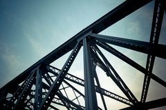 El ángulo bajo del puente de Waibaidu fotografía de archivo libre de regalías