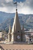El ápice de la torre de reloj del Duomo de Messina Foto de archivo