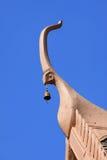 El ápice del aguilón del templo en fondo del cielo azul Fotografía de archivo libre de regalías