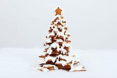 El árbol comestible hecho a mano del Año Nuevo del pan de jengibre Imagenes de archivo