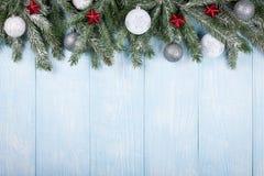 El árbol de abeto de la Navidad adornó bolas y las estrellas Fotos de archivo libres de regalías