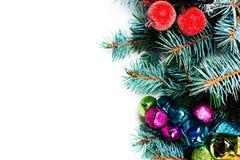 El árbol de abeto de la Navidad con la decoración y la copia espacian, aislado en w Fotos de archivo libres de regalías