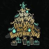 El árbol de la Navidad y de la Feliz Año Nuevo redacta la nube, collage de las letras de la mano de los días de fiesta Fotografía de archivo libre de regalías