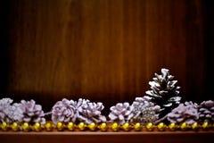 El árbol de las decoraciones del Año Nuevo de los hristmas del  de Ñ juega imagenes de archivo