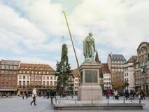 El árbol de navidad central instala Kleber en el lugar con general Monu Imagen de archivo