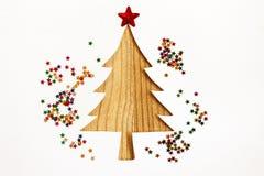 El árbol de navidad con el papel de la acuarela y la estrella brillan, Han Foto de archivo