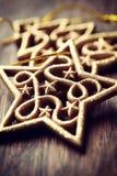 El árbol de navidad de la vendimia adorna el primer Imágenes de archivo libres de regalías