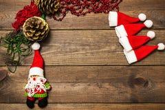 El árbol de navidad juega hecho a mano Fondo de madera Visión superior Imagen de archivo libre de regalías