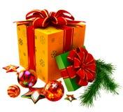 El árbol de navidad juega y fijó de regalos con los arqueamientos rojos Imagenes de archivo