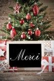 El árbol de navidad nostálgico con los medios de Merci le agradece fotos de archivo
