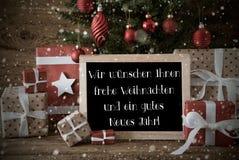 El árbol de navidad nostálgico, copos de nieve, Frohes Neues Jahr significa Año Nuevo imagen de archivo