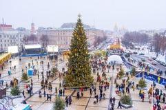 El árbol de navidad principal de la ciudad en el medio de St Sophia Square Imágenes de archivo libres de regalías