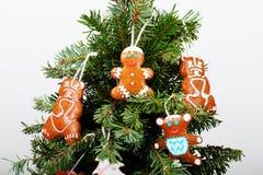 El árbol del Año Nuevo y las galletas hechas a mano Imágenes de archivo libres de regalías