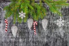 El árbol del abeto del Año Nuevo y de la Navidad del día de fiesta juega Imagen de archivo