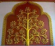 El árbol del diseño del oro del estilo tailandés Fotografía de archivo libre de regalías