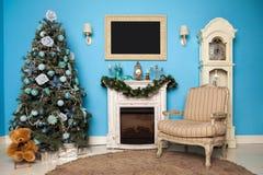 El árbol verde del Año Nuevo adornó el fondo Fotos de archivo libres de regalías