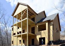 El área de cubierta trasera del construido nuevamente a casa Imagen de archivo libre de regalías