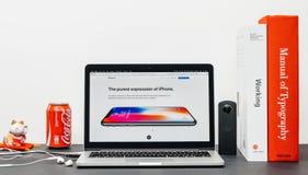 El último iPhone X 10 con el botón casero substituido Fotografía de archivo libre de regalías