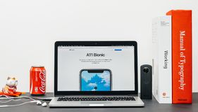 El último iPhone X 10 con el microprocesador biónico a11 Fotografía de archivo