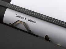 El último mensaje del ` de las noticias del ` mecanografió por la máquina de escribir del vintage Fotos de archivo