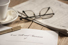 El último y la forma del testamento con el mazo imágenes de archivo libres de regalías