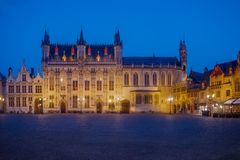 El 'Burg 'en Brujas imagenes de archivo