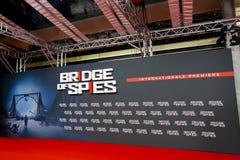 """El """"puente de espías"""" premiere en el cine de Palast del PARQUE ZOOLÓGICO en Berlín Fotos de archivo libres de regalías"""