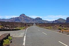 向El泰德峰火山,特内里费岛的路 免版税库存照片