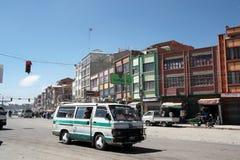 在El女低音,拉巴斯,玻利维亚的公开小巴运输 免版税库存图片