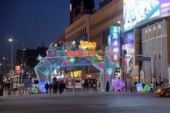 El Año Nuevo chino del mono puso delante de la alameda de compras de lujo en Pekín Imagenes de archivo