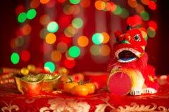 El Año Nuevo chino se opone en fondo rojo del brillo Fotografía de archivo libre de regalías