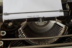 El Año Nuevo de Hapy mecanografió palabras en la máquina de escribir del vintage Fotografía de archivo