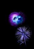el Año Nuevo de los fuegos artificiales celebra - el aislador colorido hermoso del fuego artificial Fotos de archivo libres de regalías