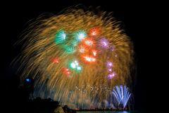 el Año Nuevo de los fuegos artificiales celebra - el aislador colorido hermoso del fuego artificial Fotografía de archivo