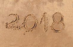 El Año Nuevo es el concepto que viene 2018 como viaje feliz del día de fiesta Imagenes de archivo