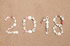 El Año Nuevo 2018 es concepto que viene la inscripción 2018 hizo de cáscaras Foto de archivo