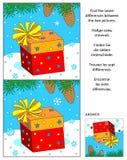 El Año Nuevo o la Navidad encuentra el rompecabezas de la imagen de las diferencias con el giftbox Imágenes de archivo libres de regalías