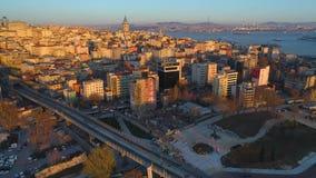 El abejón aéreo tiró de puesta del sol en Estambul, Turkie Desde arriba de, centro de ciudad, céntrico Bosphorus almacen de metraje de vídeo