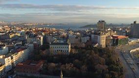 El abejón aéreo tiró de puesta del sol en Estambul, Turkie Desde arriba de, centro de ciudad, céntrico Bosphorus almacen de video
