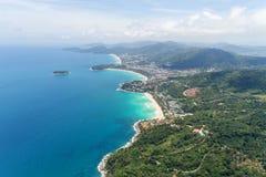 El abejón de la visión aérea tiró de punto hermoso de opinión de las bahías del paisaje 3 foto de archivo